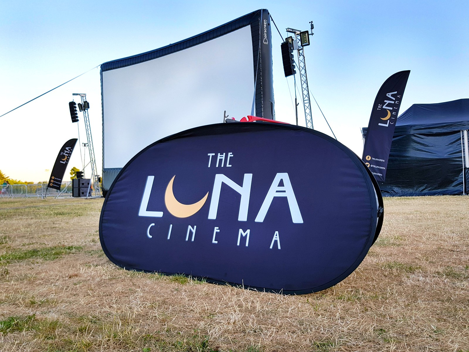 Luna-Cinema-Crystal-Palace-London-United-Kingdom-Sign-and-Inflatable-Screen-Patrick-von-Sychowski