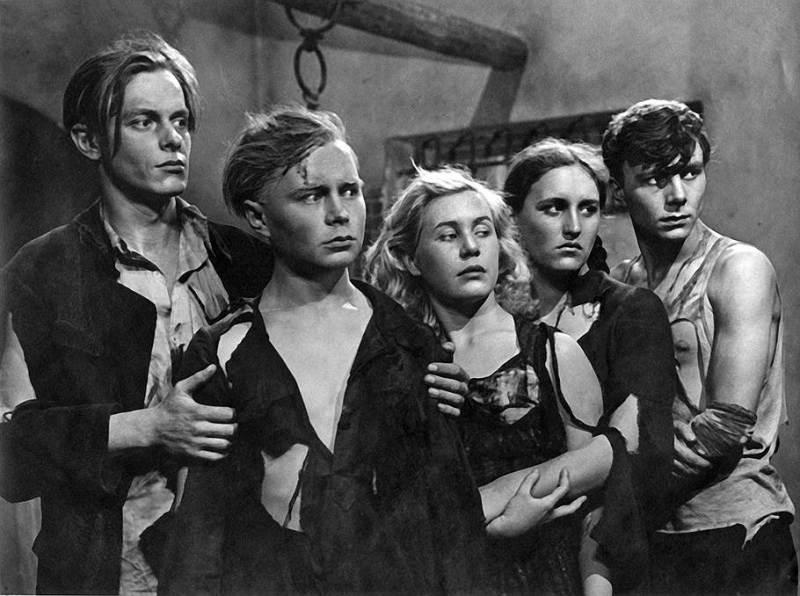 кадр из фильма молодая гвардия