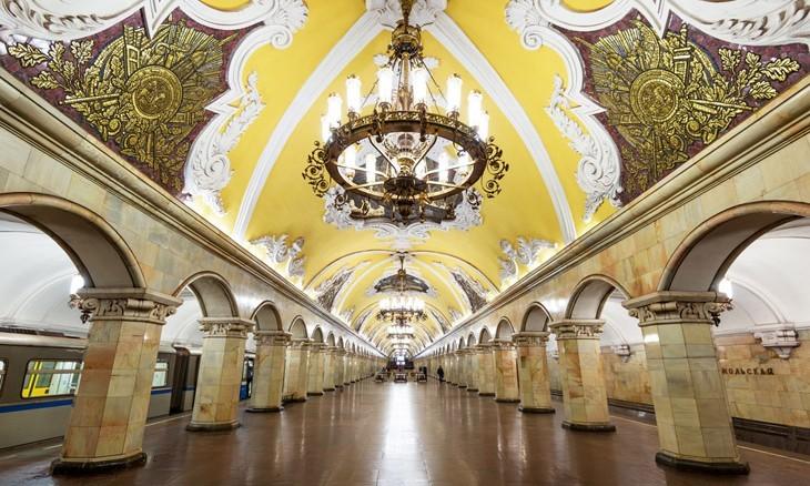 """Станция метро """"Комсомольская"""" в Москве"""