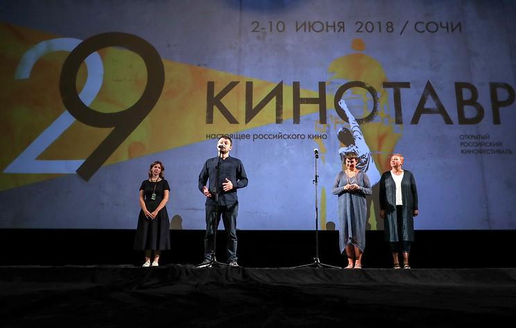 Наталья Мещанинова получает приз